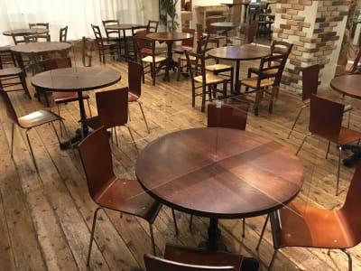 全テーブルに飛沫防止パネル設置 - GREEN LOUNGE イベントスペースの室内の写真
