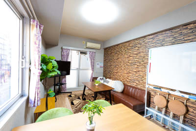 with◇リビングオフィス 多目的スペースの室内の写真