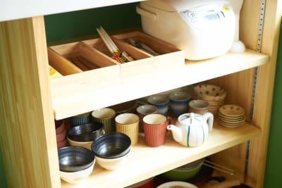 調理器具や食器類もそろっています。(調味料はご持参ください) - Hyotan旅音 リビングの設備の写真