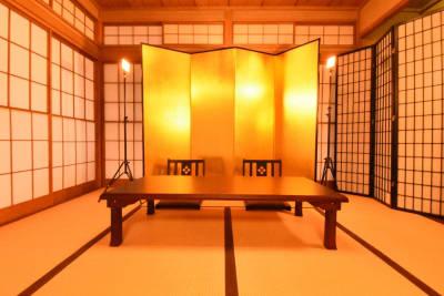 障子の裏に金屏風を設置致しました。 - 神楽坂レンタルスペース香音里 和洋の多目的スペース(1階)の室内の写真