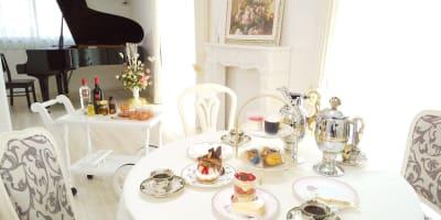 好きなお菓子を持ち込んでアフタヌーンティーはいかがでしょうか?(^^) - レンタルスペース『サン・ユーロ』 会議室・サロン・レンタルピアノの室内の写真