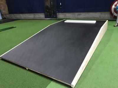 ポータブルマウンド - On Deck Circle トレーニングスペースの設備の写真