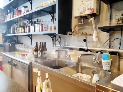 キッチン、給湯器、飲食持ち込み自由 - ギヴサロン バー&フリースペース ギヴサロンの設備の写真