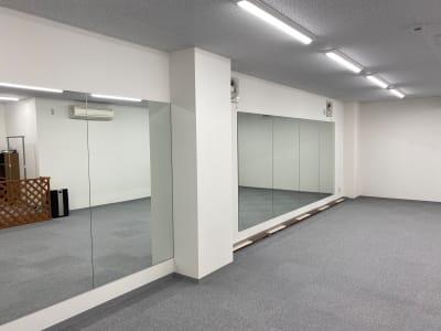 広々とした清潔なスタジオ 前面鏡あり - ブルーツリースタジオ レンタルスペースの室内の写真