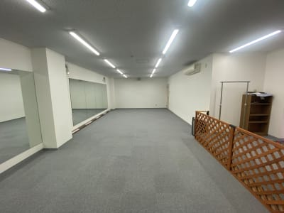 ヨガ、ストレッチ教室、 リモートトレーニング配信など - ブルーツリースタジオ レンタルスペースの室内の写真