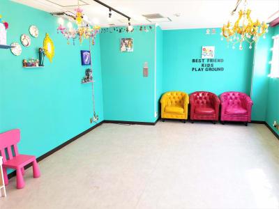 明るく窓が開かれる地上スタジオ - ベストフレンドレンタルスペース スタジオ / 大部屋(ベスト2)の室内の写真