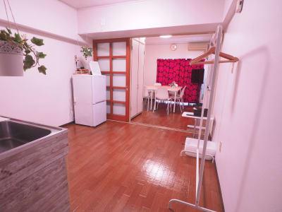 2部屋を自由にレイアウトできます。 - レンタルスペースあられ 貸会議室 レンタルスペースの室内の写真