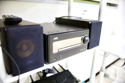 VCのミニコンポです。 小型ながら高音質で高出力。CD、Bluetooth対応 - Next Studio 9 レンタル会議室の設備の写真