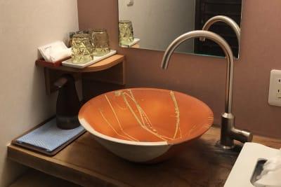 洗面所には自動式ソープディスペンサーを置いています - 京小宿 古川みやび 京町家レンタルスペースの室内の写真