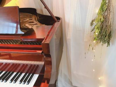 シュシュピアノ教室 ピアノスタジオの室内の写真