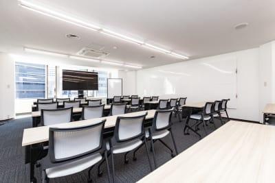 2020年9月開設。新しい会議室です。 - 大阪駅前第1ビル 6F 5-2 会議室の室内の写真