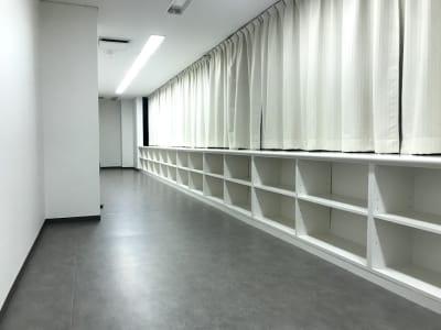 更衣室には、カバンが置けるロッカー完備です。 - RTCビル ニコニコカルチャースタジオ4Fの室内の写真