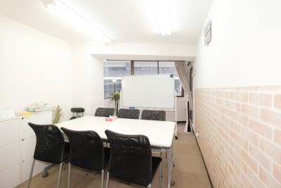 RAKUNA 秋葉原 会議室Aの室内の写真