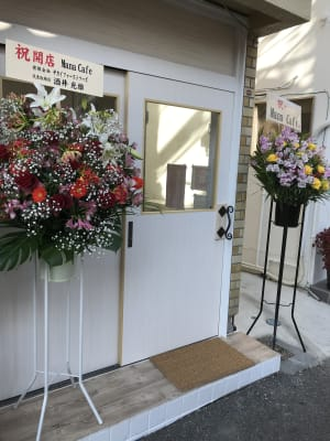 Mana Cafe 白が基調の撮影映えお洒落な店内!の外観の写真