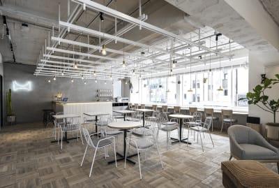 3階のラウンジスペースです。天井高は3M、2面採光で明るい空間です。 - HOLDER roppongi  8名会議室のその他の写真