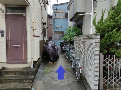 青い建物 - レンタル仕事部屋 向ヶ丘遊園駅の外観の写真