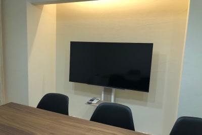 Web会議やオンラインセミナーにも - 【forspace渋谷本町】 多目的スペースの室内の写真