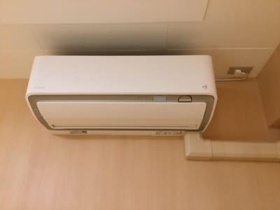 空気清浄機付きのダイキンのエアコンです コロナ対策用に新設しました - レンタルルーム 馬車道茶会室 会議室 瞑想 テレワークの室内の写真