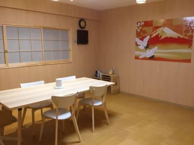和室の空間で落ち着きます - レンタルルーム 馬車道茶会室 会議室 瞑想 テレワークの室内の写真