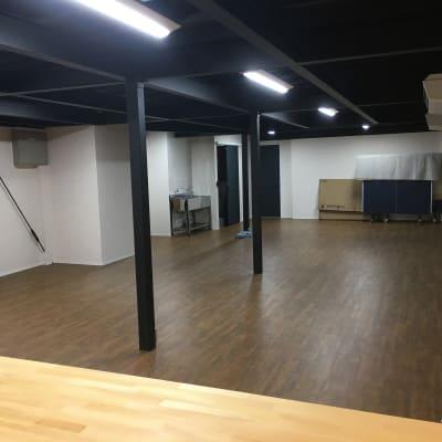 多目的スペース (キッチン側から撮影) - レンタルスペース&A 多目的スペース、レンタルキッチンの室内の写真