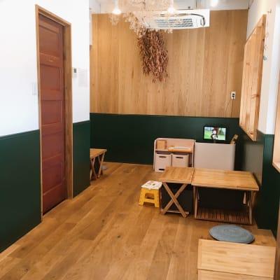 座敷カフェとまりぎ1階 貸し切りスペースの室内の写真