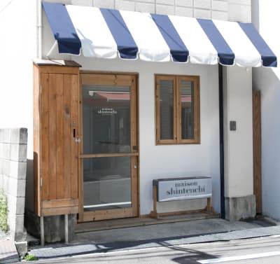 maison shintenchi 外観 - メゾンシンテンチ  お洒落なオルタナティブスペースの室内の写真