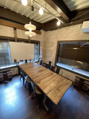 ベースポイント 会議ブースCの室内の写真