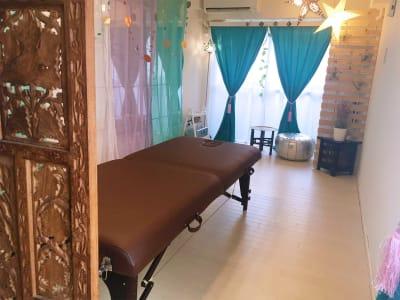 備え付けエステベッド - リアド・ステラ 完全個室貸切レンタルサロンの室内の写真