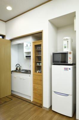 水回り・冷蔵庫などは無料でご利用いただけます。※火気のご利用はできません。 - 明覺寺会議室 貸会議室、フリースペースの設備の写真