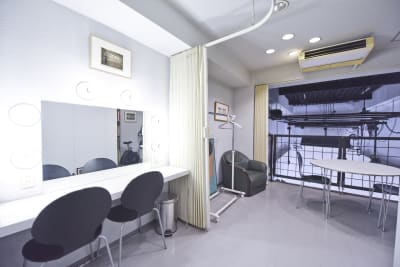 2F-メイクルーム - 有限会社水谷スタジオ 撮影スタジオの室内の写真