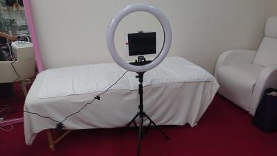 撮影用リングライト(大)、オプションです。中に写ってるのはiPadです。 - ルームD マルチサロンルームDの設備の写真