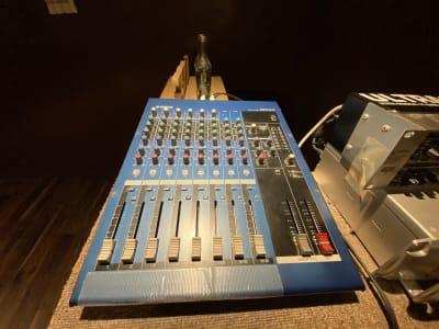音響アンプです。有線マイクもございます。 - DANCESTUDIOLoRe ダンススタジオロア1スタジオの設備の写真
