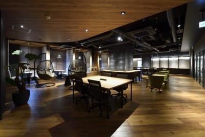 広々としたコワーキングスペース - 東邦オフィス福岡天神 東邦オフィス天神コワーキングDの室内の写真