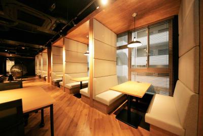 集中できるパーテーション付きブース - 東邦オフィス福岡天神 東邦オフィス天神コワーキングEの室内の写真