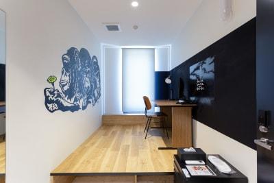 完全個室なので、マスクを外して、お仕事に集中できます。 - YOLO BASE 【お一人様用】個室ワークスペースの室内の写真