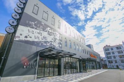 YOLO BASE 【お一人様用】個室ワークスペースの入口の写真