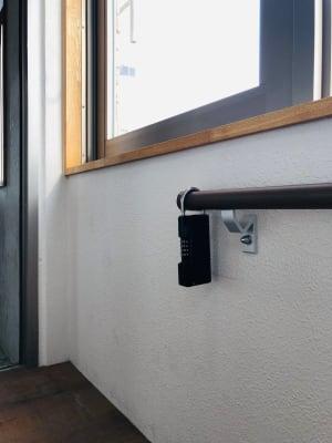 手すりにキーボックスがあります! - 下北沢レンタルスペース レンタルスペースの室内の写真
