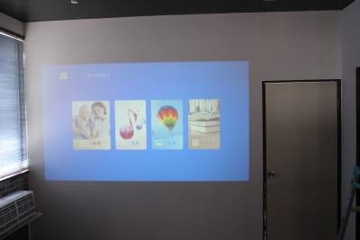 オムニバ鈴鹿 キッチン付き、個室ありスペースの室内の写真