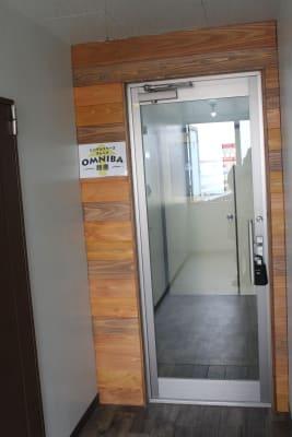 オムニバ鈴鹿 キッチン付き、個室ありスペースの入口の写真