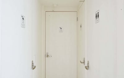 ゲストハウス小野家 【3F】旅と本がテーマのお部屋の設備の写真