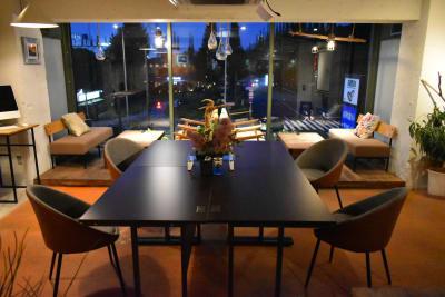 南青山ハワイアンカフェスタイル イベントスペースの室内の写真