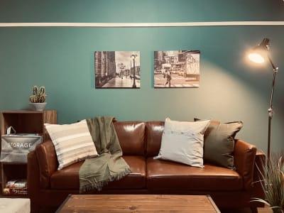 ポートレート、動画撮影にもピッタリの空間です📷 - SMILE+グレナス天神 パーティスペースの室内の写真