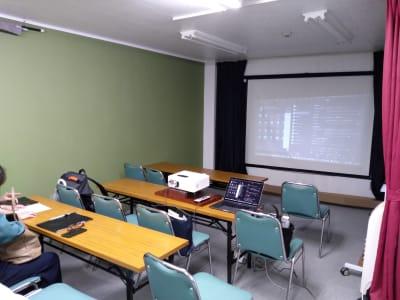 ZOOMミーティング プロジェクター設置イメージ①     - 大京クラブ【レンタルスペース】 【多目的スペース】の室内の写真