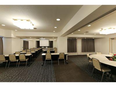 川崎ホテルパーク内会議室 梅の間の室内の写真