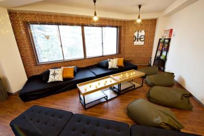 広々おしゃれスペース✨※壁掛けのイルミネーションはイメージです - SP263 SHARESPE SP263シェスペden神戸の室内の写真