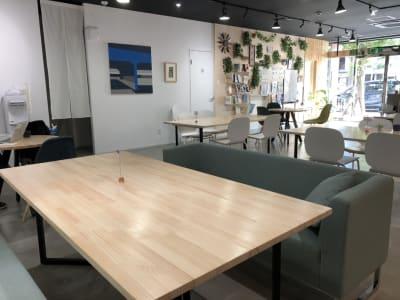 テーブル席 - Voltage  多目的レンタルスペースの室内の写真