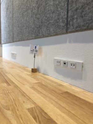 カウンター席用USB電源/コンセント - Voltage  多目的レンタルスペースの室内の写真