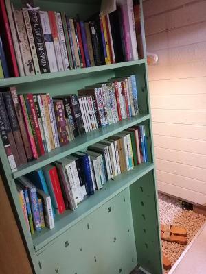 本棚 - MH Houses 京都玉華苑の室内の写真