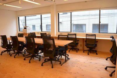 下高井戸コワーキングスペース「iNVENTO」 個室スペース(15名用)の室内の写真