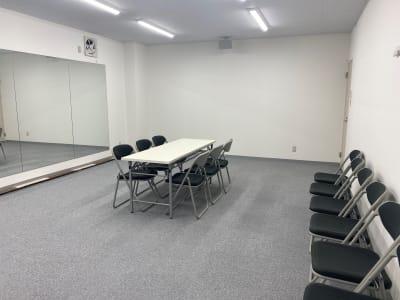椅子 20脚~  机  5台 - ブルーツリースタジオ レンタルスペースの室内の写真